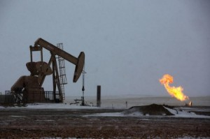 Picture of Crude Oil Edges Lower at End of Volatile Week