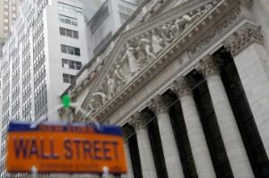 Ảnh của Phố Wall mở cửa cao hơn khi cổ phiếu các công ty truyển thông mạng xã hội tăng cao; Dow vượt mốc 35 nghìn điểm