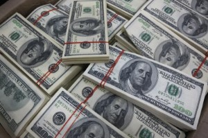 Picture of Dollar Bears on the Run as Bets Turn Positive for First Time Since Pandemic