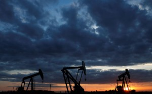 Picture of Oil Edges Lower for a Second Session With Focus on Fed Stimulus