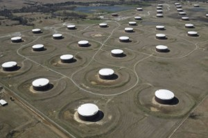 Picture of Oil falls to $74 on risk-averse mood, U.S. Gulf output