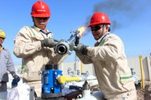 Picture of Crude Oil Lower; Stronger Dollar, Weak Sentiment Weigh
