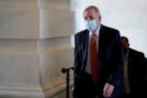 Picture of Senators urge U.S. Justice Dept to prosecute unruly air passengers