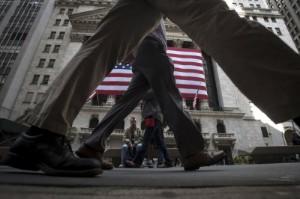 Ảnh của Phố Wall mở cửa trái chiều, Lợi tức trái phiếu tăng; Dow tăng 190 điểm, Nasdaq giảm
