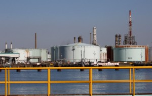Picture of Oil Maintains High Amid Upward Trend of Prices